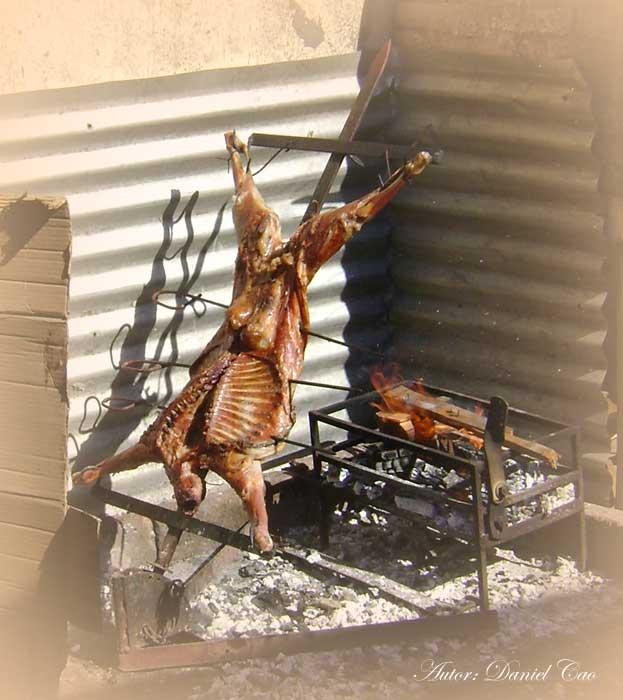 Cabra loca atropella a la gente. Brasil